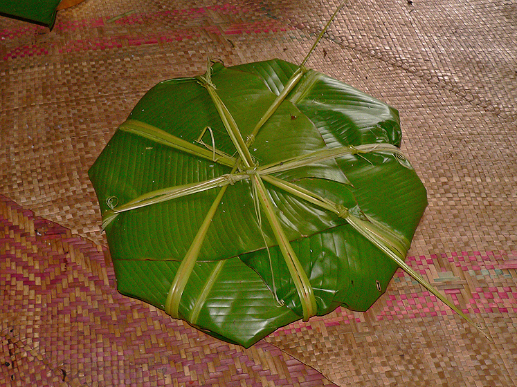 The laplap is expertly wrapped using the Heliconia leaves and secured with the ties extracted from the leaves' midrib.