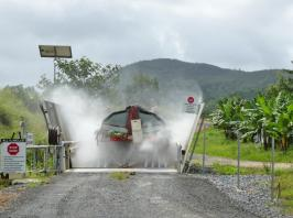 Vehicle washdown facilities. (Photo by J. Daniells, Queensland DAF)